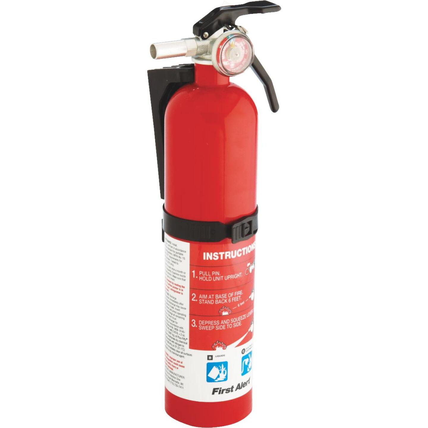 First Alert 10-B:C Rechargeable Garage Fire Extinguisher Image 3